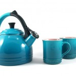 Le Creuset Kettle and Mug Gift Set